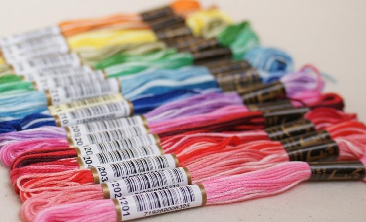 В набор для вышивания крестиком обязательно входят все необходимые нити мулине