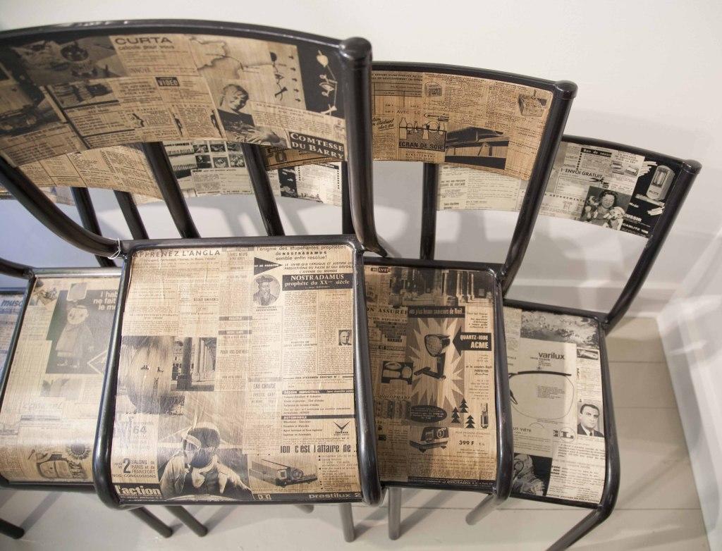 Декорирование мебели старыми газетами – самый экономичный и вместе с тем неординарный вид декупажа