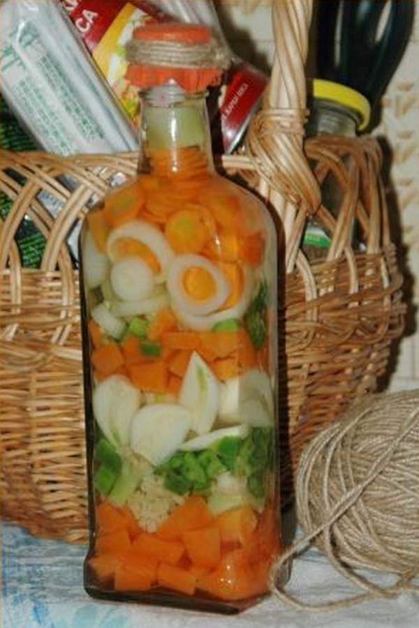 Стеклянная бутылка может стать основой для необычного декора