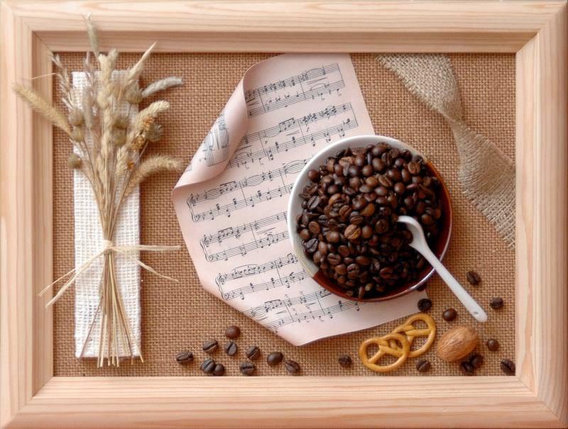 Настенное панно, сделанное своими руками, придаст кухне уютную атмосферу
