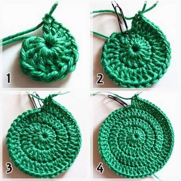 Вязание круглой прихватки производится по спирали, при помощи вязального крючка