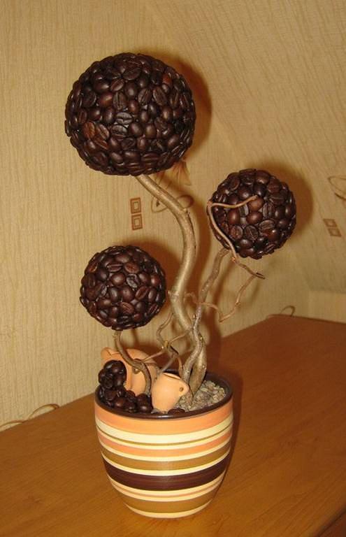 Для изготовления «дерева счастья» чаще всего используются кофейные зерна
