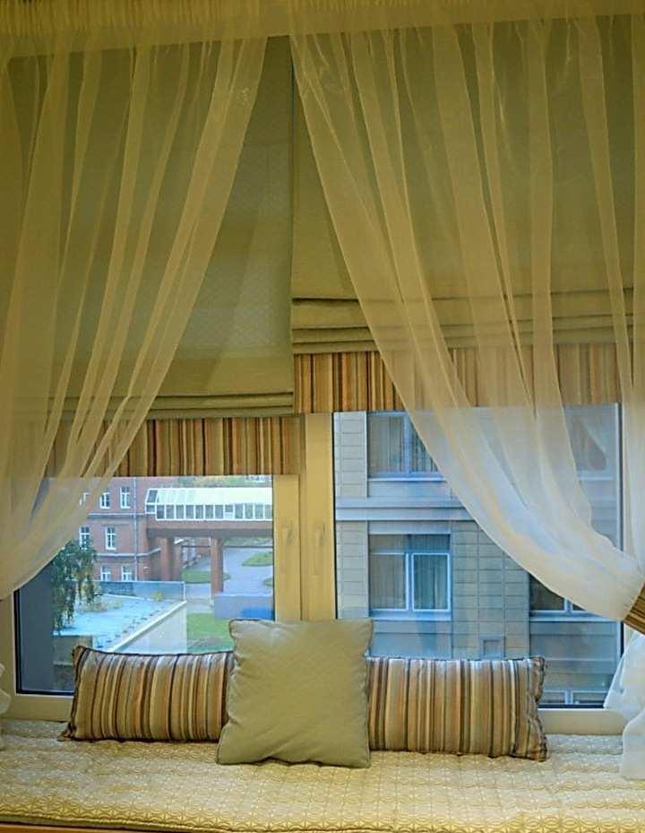 При оформлении окна своими руками возникает сложность лишь в подборе ткани