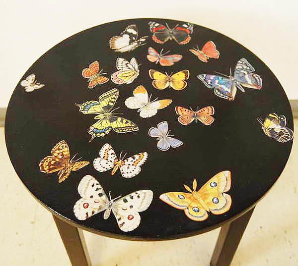 Не спешите выбрасывать старый стол, ведь его можно украсить своими руками