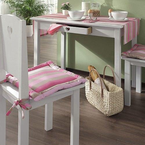 Чехол для стула может стать ярким акцентом в интерьере, повторяющим любую его незатейливую деталь