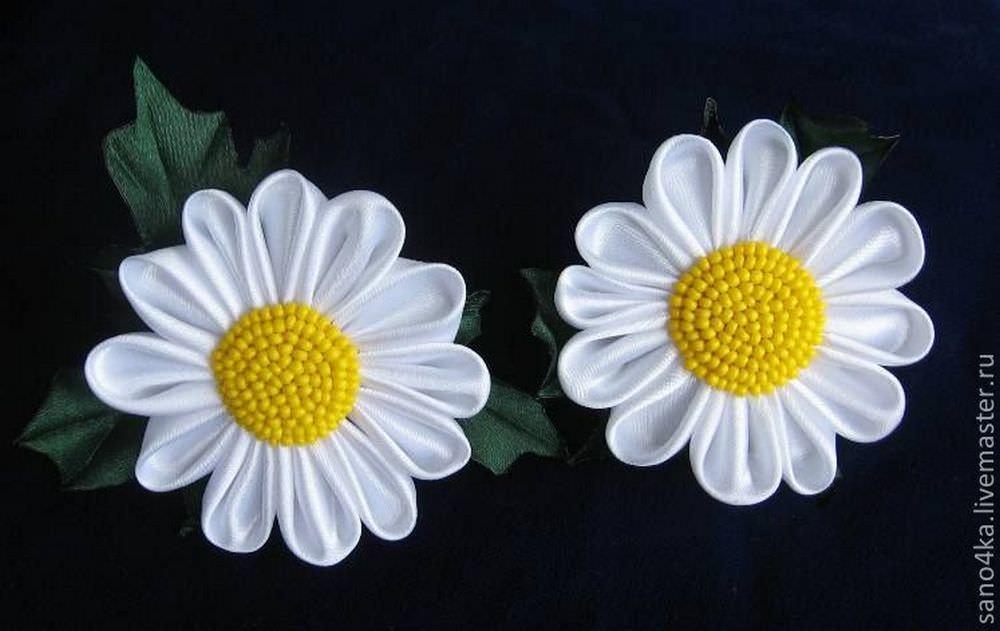 Отличная идея – топиарий с такими цветочками для учителя, где все ребята из класса сделали по цветочку