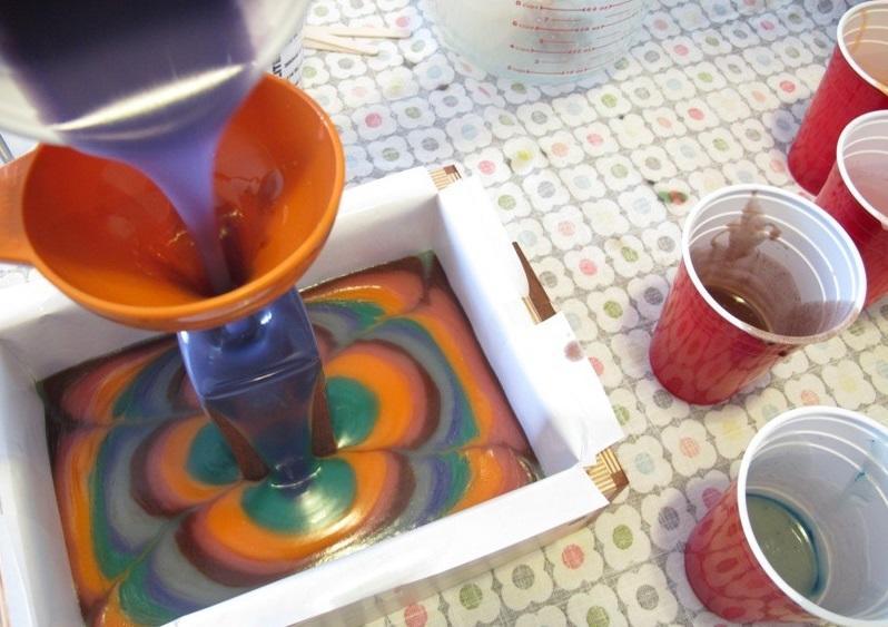 Вынимать мыло из формочки можно только после его полного застывания