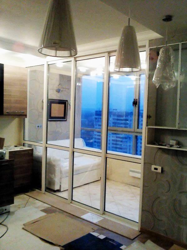 Полностью стеклянная дверь добавит в кухню естественного света