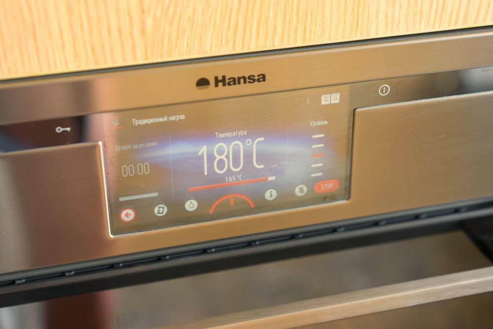 Включаем духовку на 180 градусов и пока она набирает нужную температуру, готовим тесто для пирога