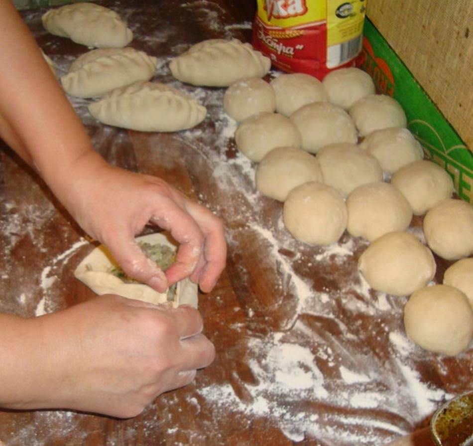 Существует несколько способов лепки пирожков