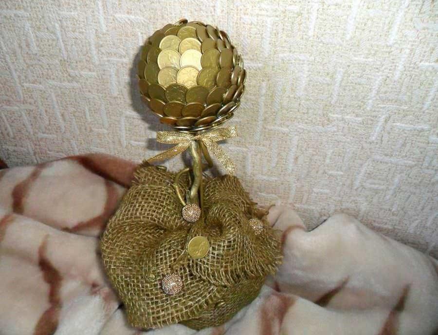 Самый популярный подарок из топиариев, которому порадуется мужчина - денежное деревце из монеток