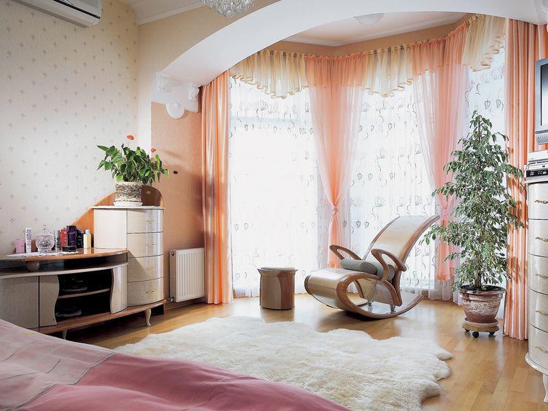 Спальня с балконом дизайн фото: лоджия в квартире, совмещенная планировка, как сделать ремонт, маленький интерьер