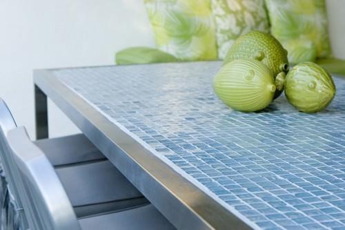 Столешница из мозаики является не только элементом дизайна кухни, но и функциональной его частью