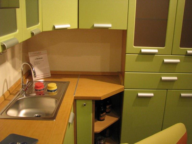 Покупая кухню в мебельном салоне, вы имеете возможность детально осмотреть все ее элементы и получить необходимую консультацию