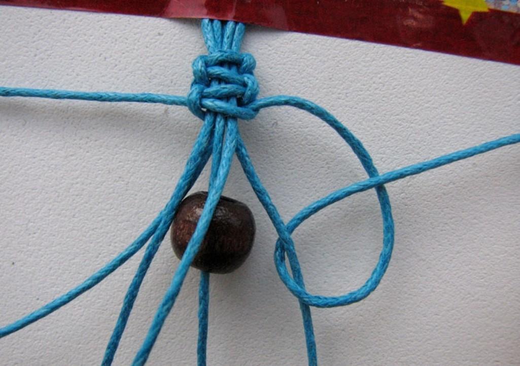 Перед тем как приступать к макраме, необходимо правильно подобрать нити для вязания