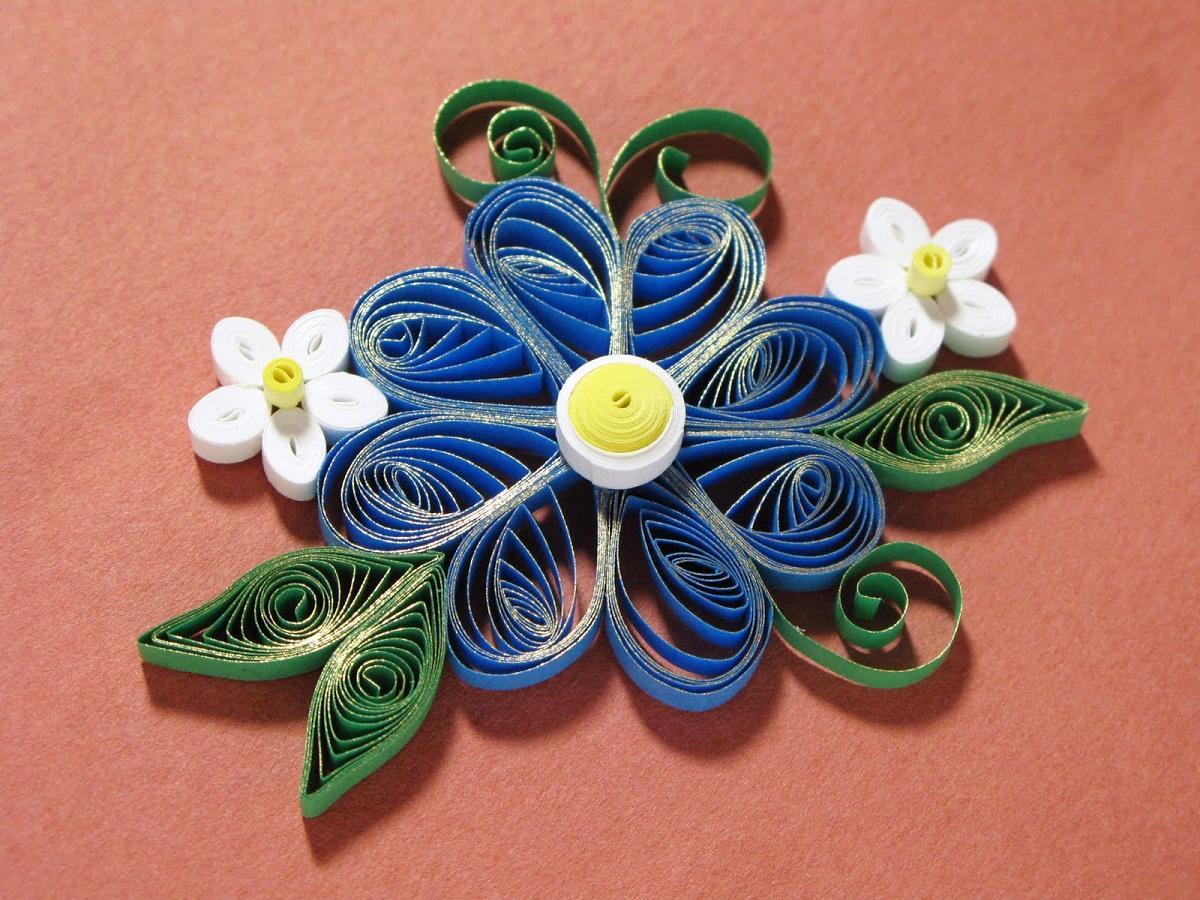 Создавая цветы в технике квиллинг, дети развивают свое воображение
