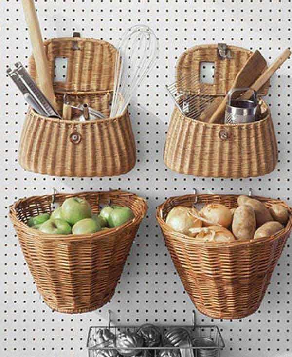 Плетеные корзины можно использовать для хранения мелкой утвари или продуктов