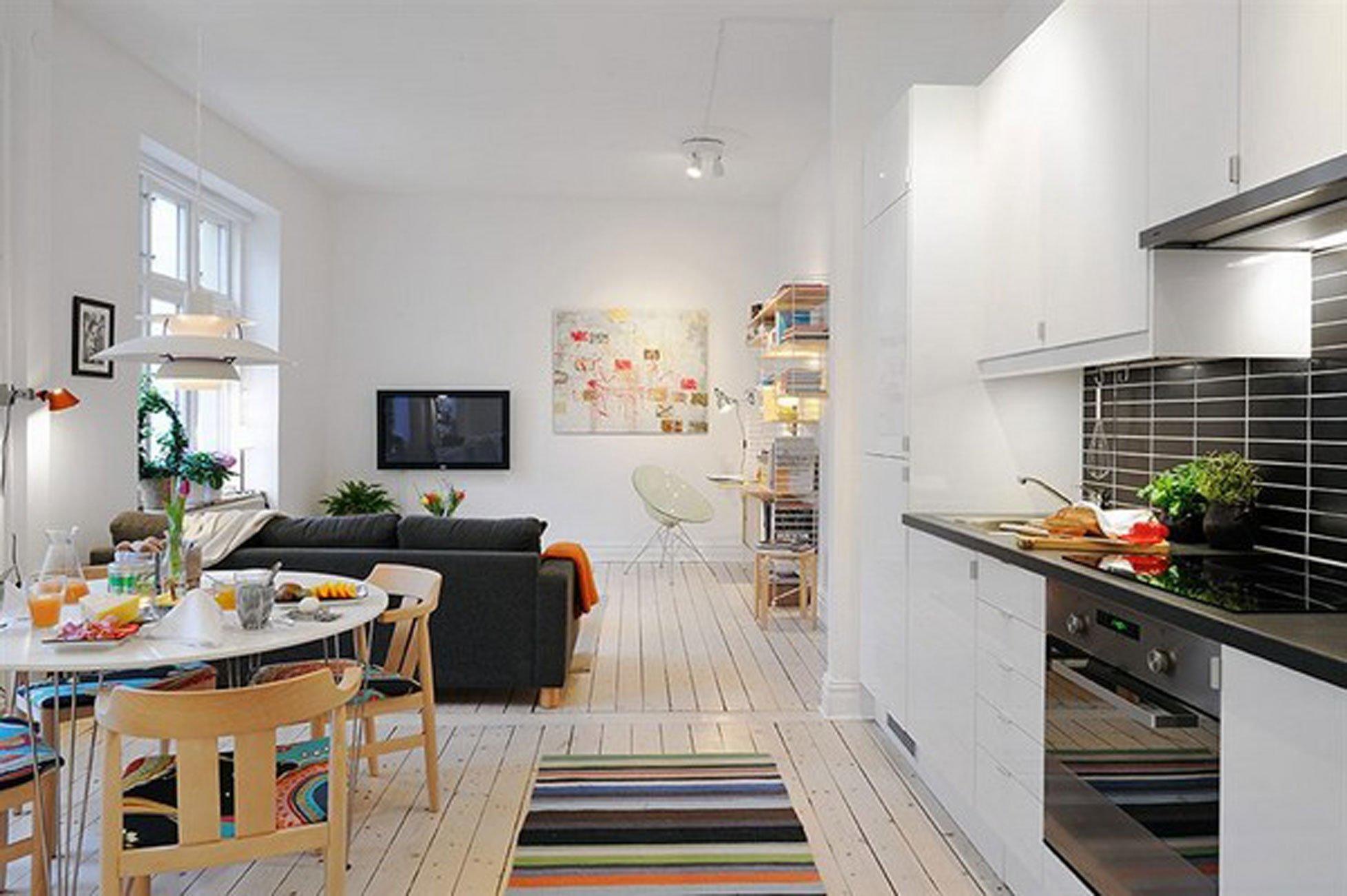 Совмещённая кухня с гостиной будет отличным вариантом, чтобы сэкономить полезную площадь помещения