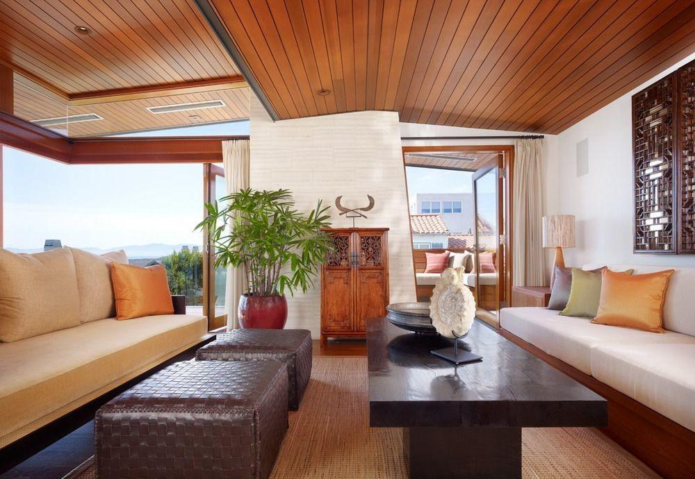 Стильный современный потолок с оригинальным дизайном способен украсить интерьер любого помещения