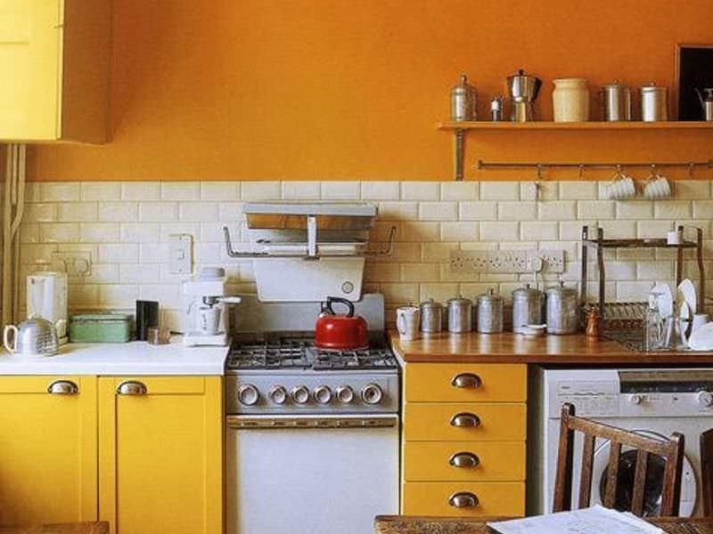 Стены маленькой кухни в 6 кв. м должны быть максимально функциональными