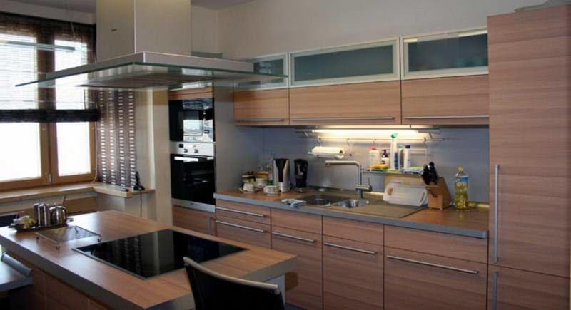 Планировка с островными элементами мебели может использоваться лишь при квадратной форме кухни