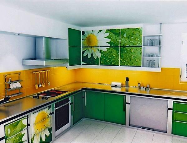 При составлении чертежа можно базироваться на иллюстрациях готовых моделей кухонных гарнитуров