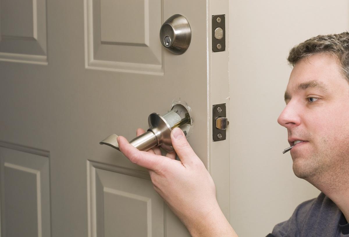 Сломалась ручка на входной двери как починить: ремонт дверных межкомнатных, сделать видео и отремонтировать