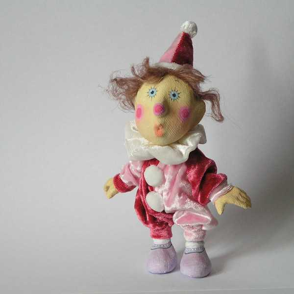 Папье-маше - это материал, которым пользуются настоящие профессионалы: каждый человек сможет создать оригинальную куклу для себя