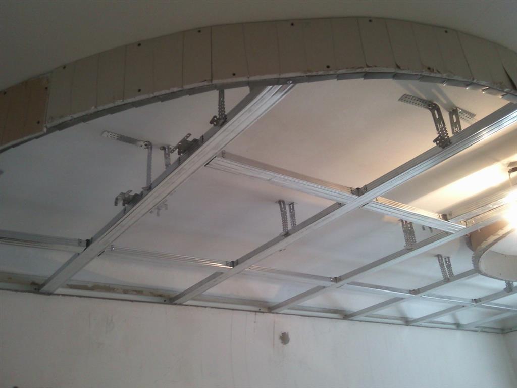 Установка потолка из гипсокартона своими руками проводится в несколько этапов