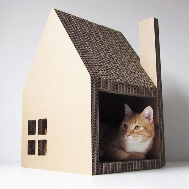 Гофрированный картон — это хороший материал, который подойдет даже для изготовления домика для кота