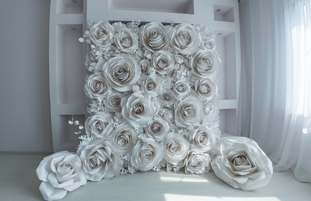 Объемные бумажные цветы отлично подходят в качестве декора, выполненного в честь какого-то праздника