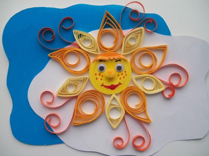 Одной из простейших квиллинговых поделок является композиция в виде солнца