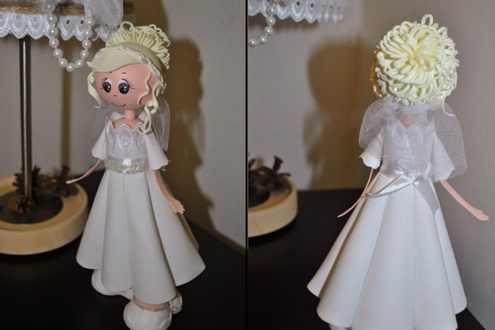 Кукла из фоамирана отлично смотрится в интерьере вне зависимости от его стиля