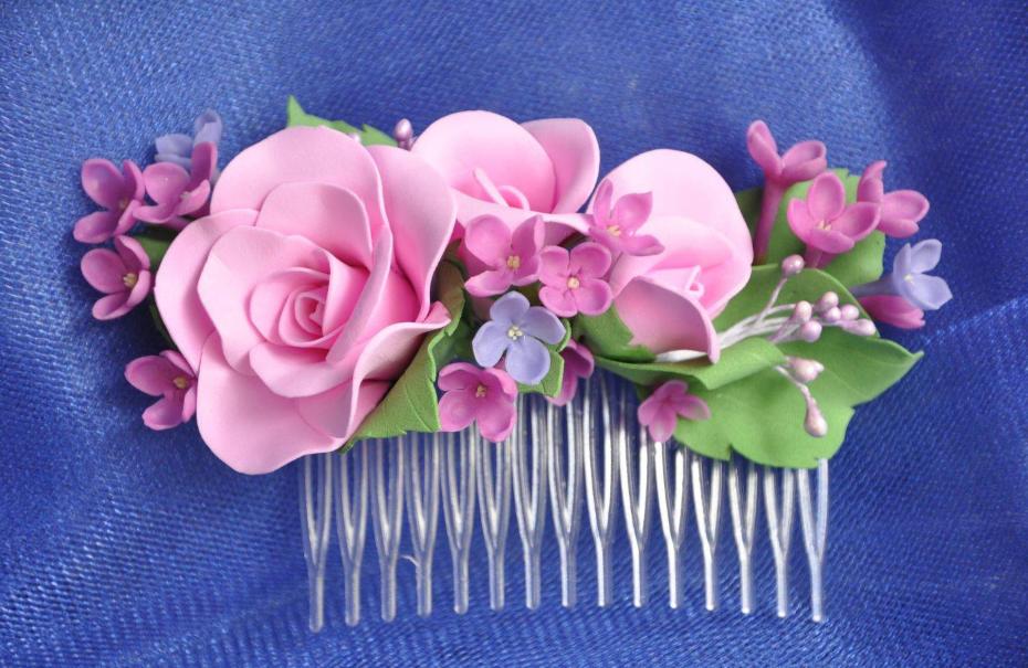 С помощью цветов из фоамирана можно украсить любой предмет, например, заколку для волос