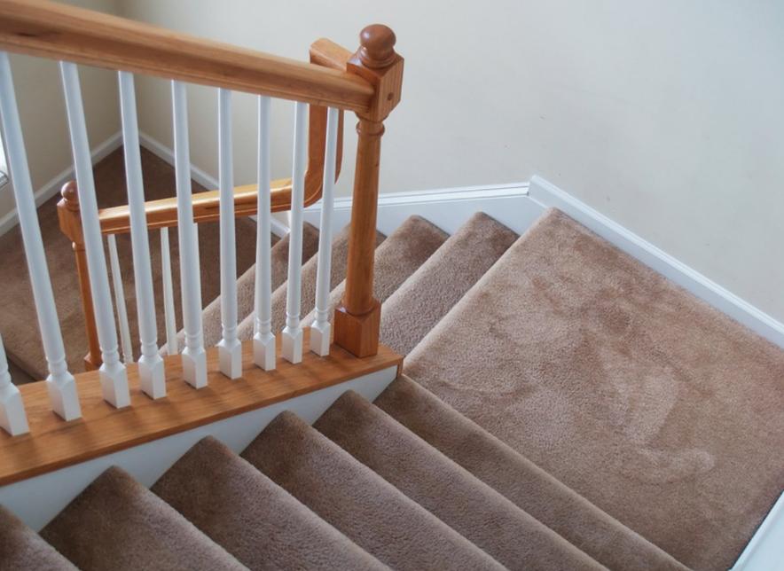 Ковровое покрытие рекомендуется регулярно очищать с помощью пылесоса и моющих средств