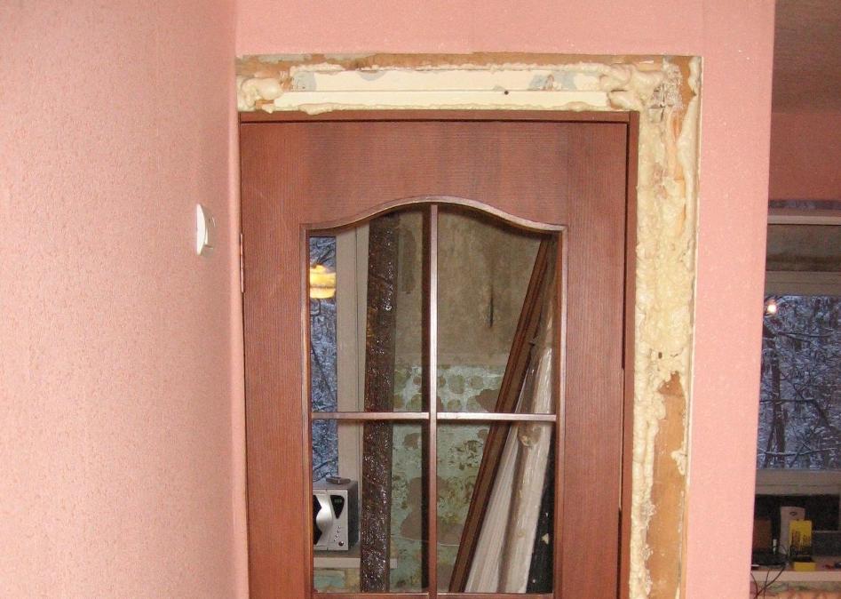 Наличники следует устанавливать после монтажа самой двери