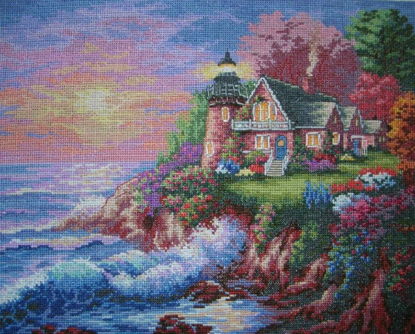 Техника вышивания крестом позволяет создавать красивые картины с изображением пейзажа, которые отлично вписываются в любой стиль интерьера