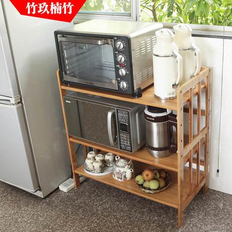 Полку можно сделать в виде этажерки. В таком случае появятся еще несколько полезных ниш, что в маленьких кухнях бывает очень необходимо
