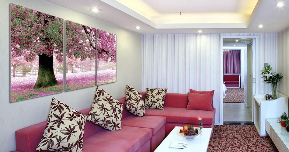Интерьер гостиной: фото в квартире, комнаты в доме, легкий и изящный, строгий дуб, примеры малых решений
