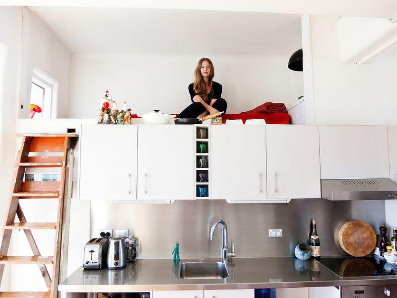 Кухня в 12 кв м может использоваться как дополнительная спальня в небольшой квартире