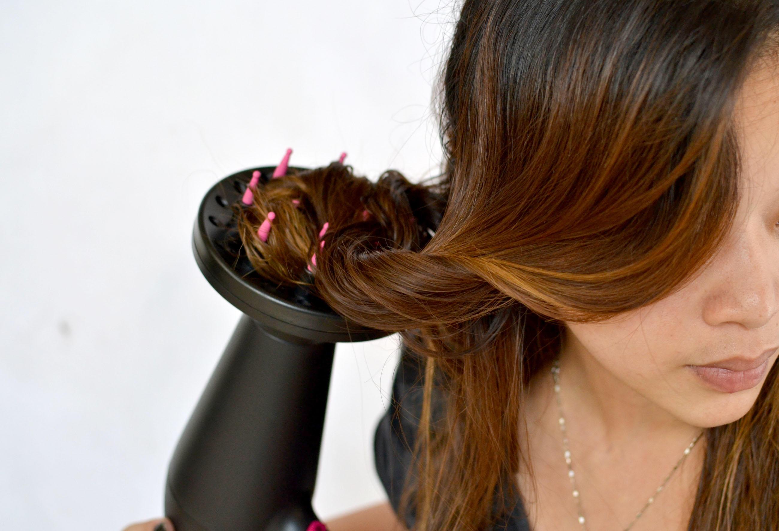 С помощью диффузора можно высушить волосы и придать им объем