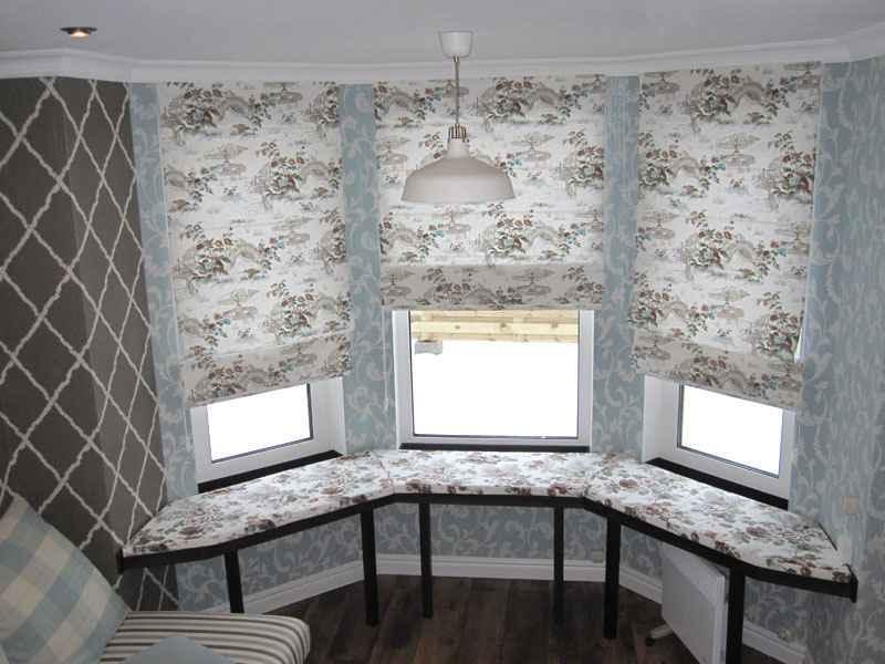Римские шторы довольно легкие: именно поэтому их можно установить даже на небольшие окна