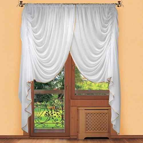 У каждой хозяйки свое представление об идеальных шторах: гардины из вуали удовлетворяют большинство требований даже у самых придирчивых любителей ремонта