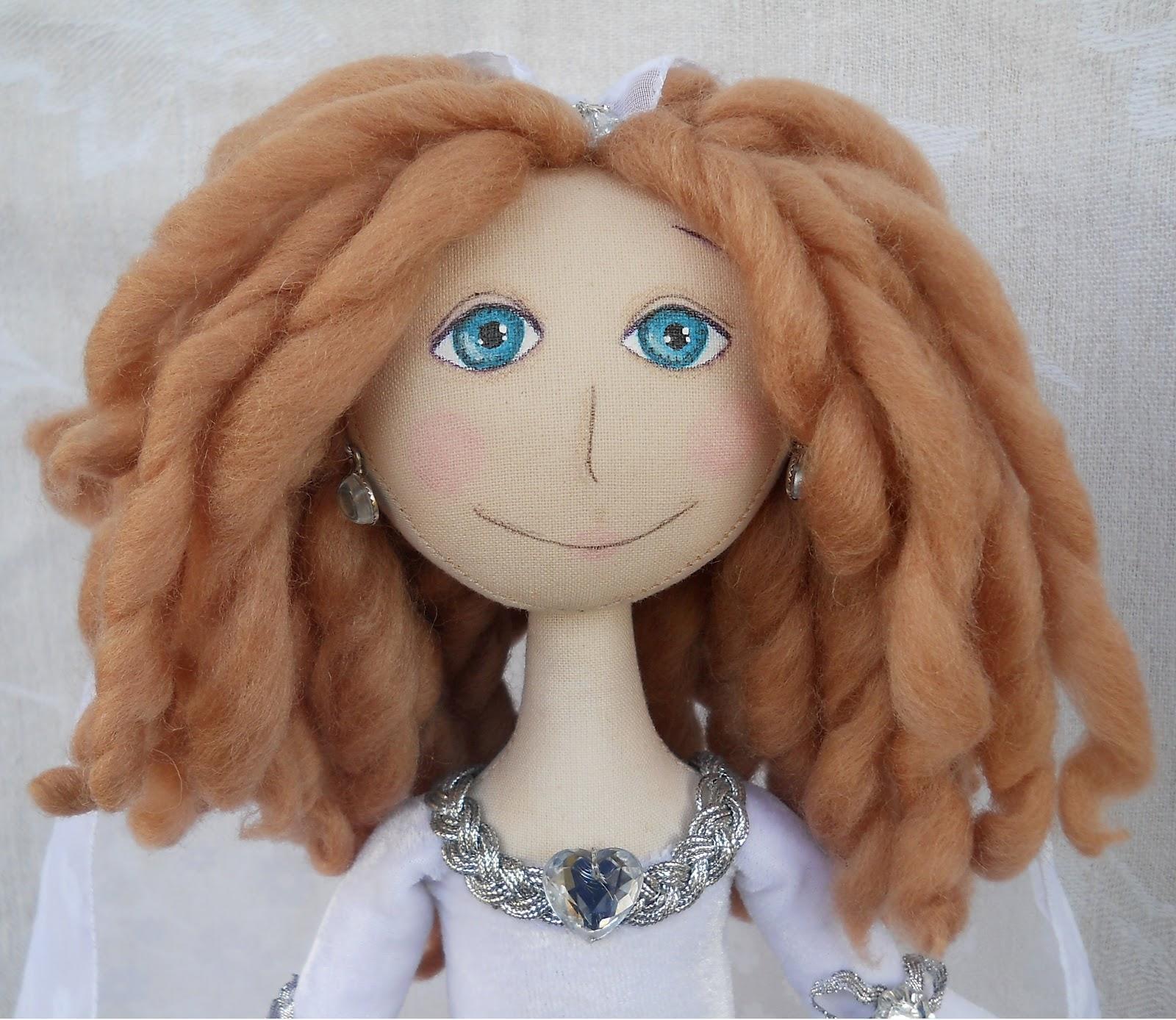 Сделать прическу кукле своими руками не сложно, главное, чтобы выполненные действия полностью соответствовали предпочтениям и оправдали потраченные силы и время