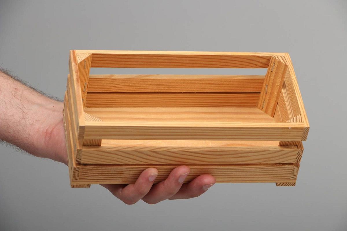 В качестве заготовки подойдет стандартный деревянный ящик из реек