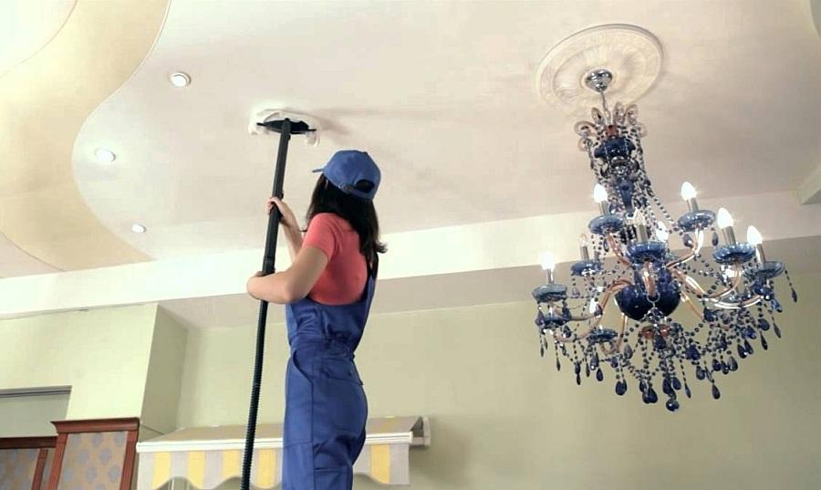 Влажная уборка натяжного потолка проводится 1 раз в 3 месяца и зависит от скорости образования грязи