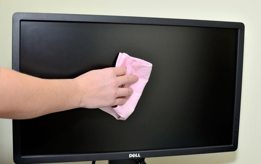 С помощью комплекта из сухой и влажной салфеток можно эффективно и безопасно помыть плазменный экран