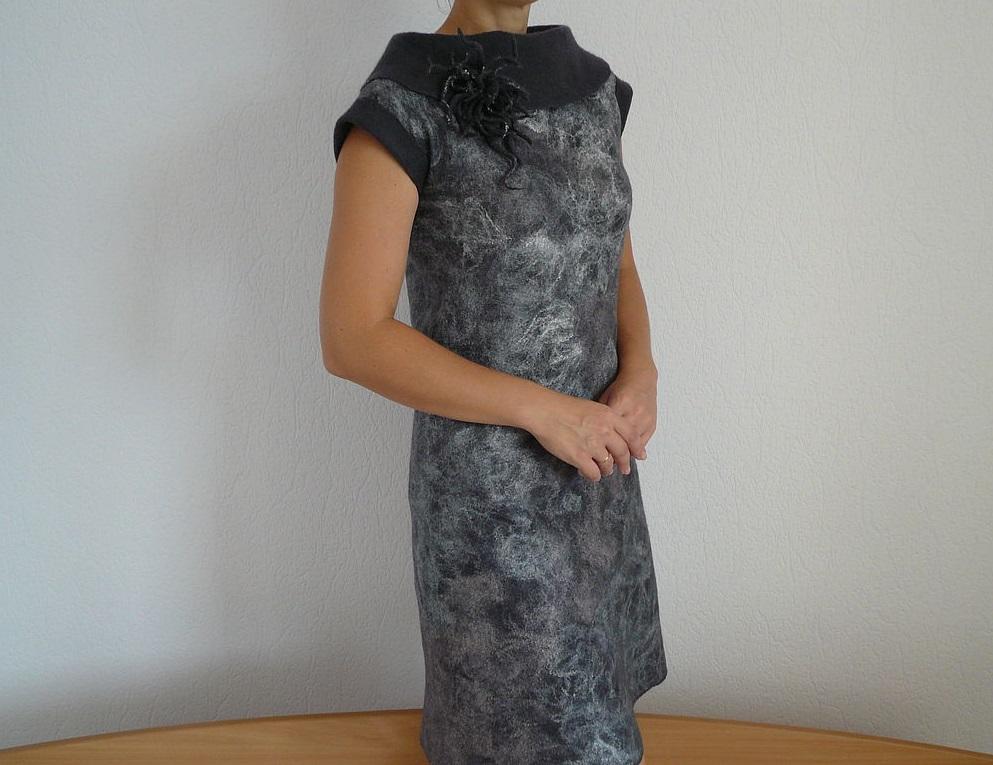 В процессе валяния из шерсти платья надо не забывать об усадке, повышая изначальную толщину в 2-3 раза