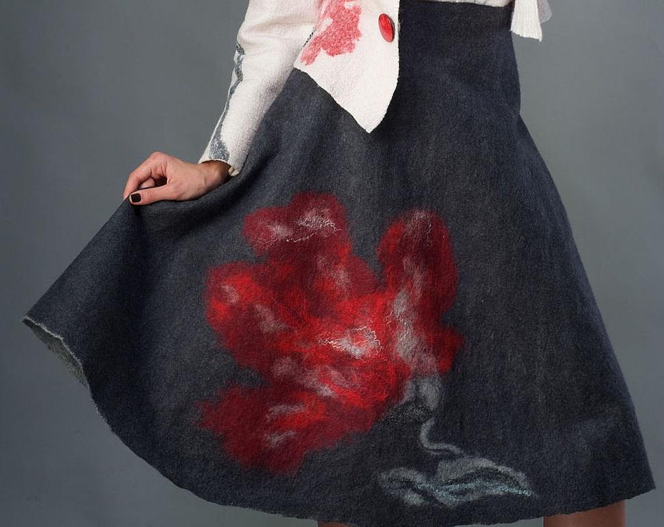 Перед тем как приступить к валянию юбки из шерсти, рекомендуется сначала потренироваться на небольшом кусочке ткани