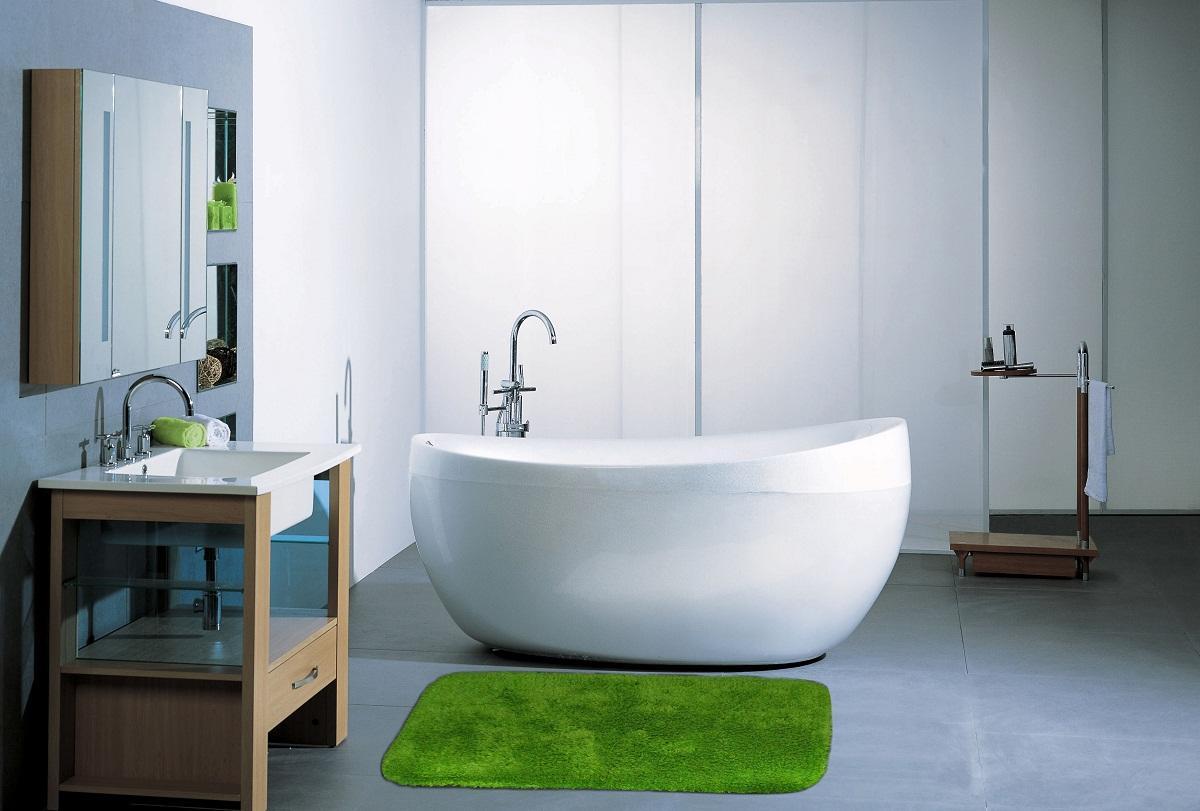 Существует широкое разнообразие синтетических ковриков для ванной комнаты, отличающихся по цвету, форме и размеру